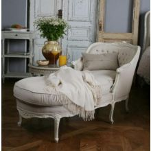 Louis Tufted Chaise in Old Cream